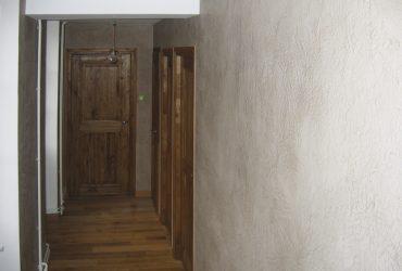 peinture à la chaux ferrée dans un couloir